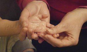 массаж ручек и пальчиков для ребенка