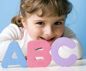 девочка и английские буквы
