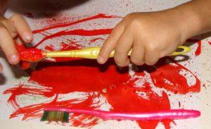 рисуем зубной щеткой
