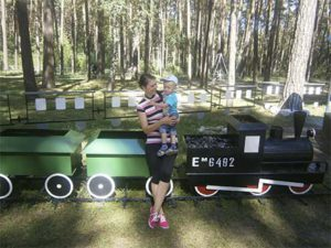 в парке мама с ребенком