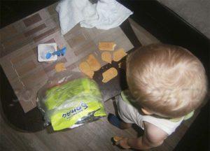 ребенок и печенье