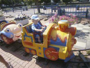 ребенок на поезде