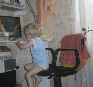 ребенок за компом