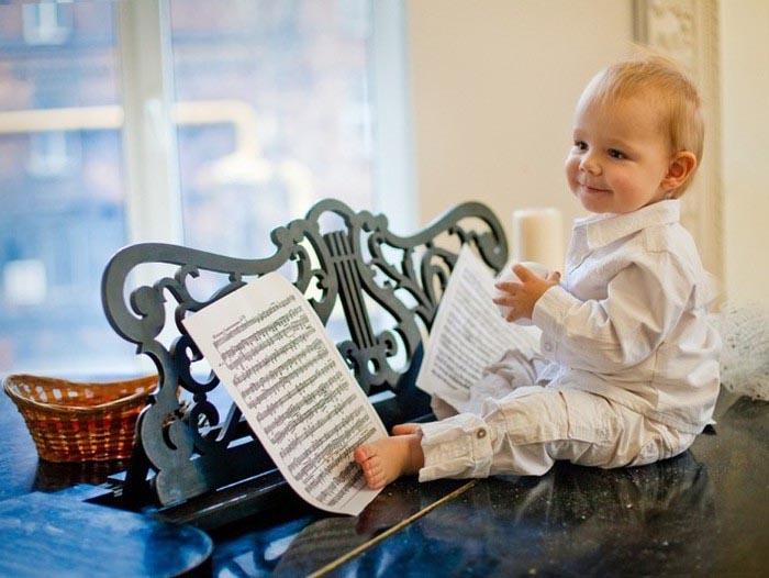 малыш и ноты