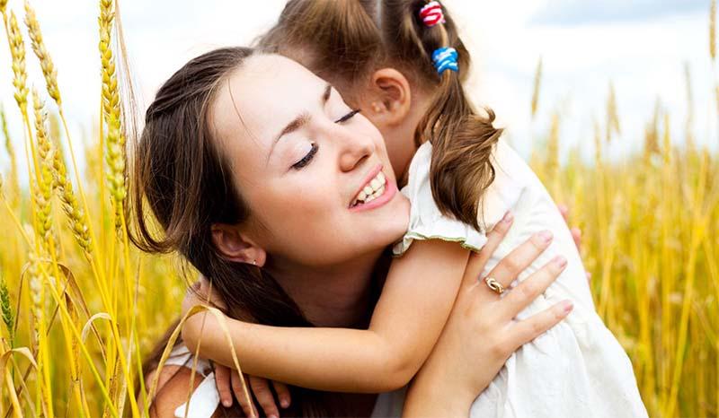 побольше обнимайте малыша