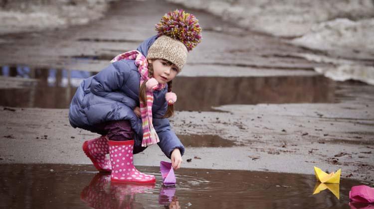 одеваем ребенка на прогулку весной