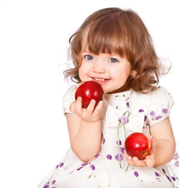 девочка с яблочками
