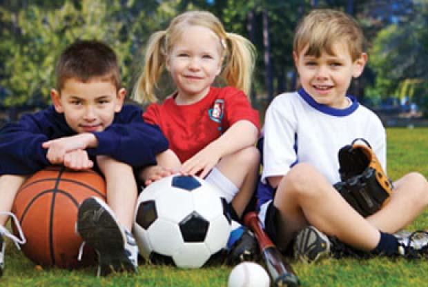 ребенок ходит в спортивную секцию