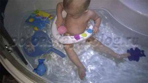 малыш в воде