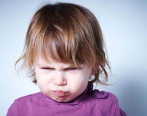 девочка злится