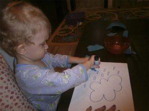 ребенок и клей