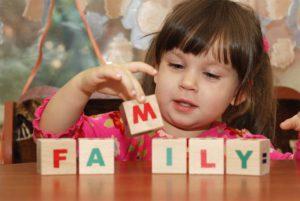 девочка и английские кубики