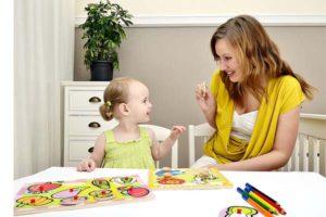 мама занимается с дочей