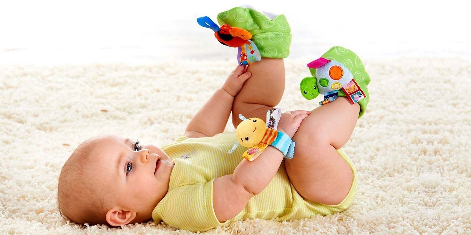 малыш в тапочках